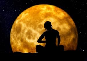 瞑想する女性の図